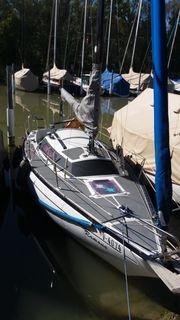 Segelboot mit Motor