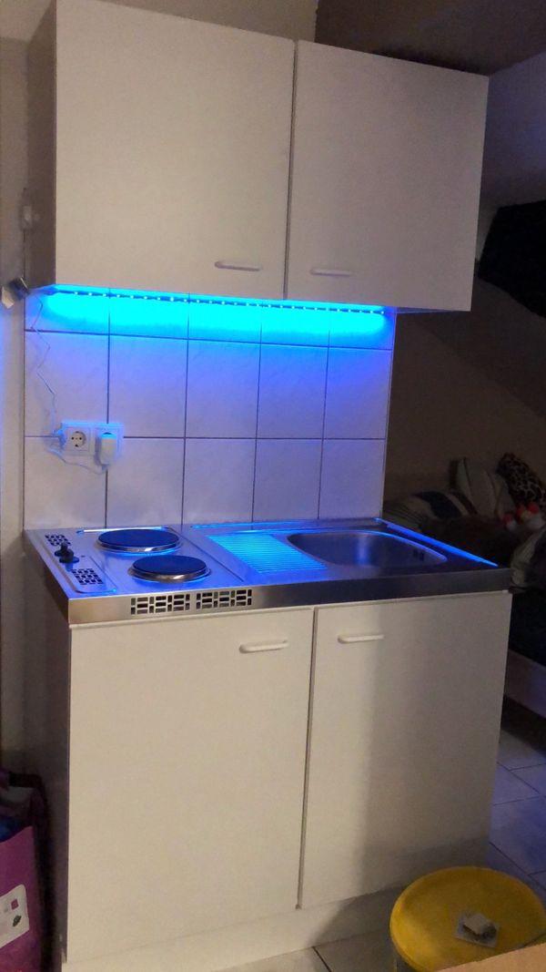 Küche, Single-Küche mit Hängeschrank, 1-Personen-Haushalt Küche in ...