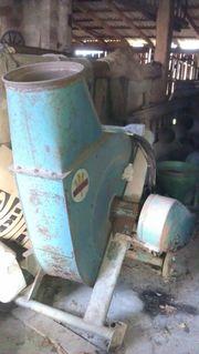 Verschiedene landwirtschaftliche Maschinen zu verkaufen