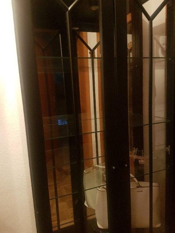 glasvitrine hangen gebraucht kaufen nur 4 st bis 75. Black Bedroom Furniture Sets. Home Design Ideas