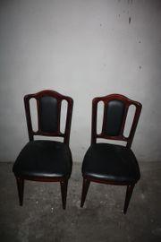 2 Stühle mit schwarzem Lederbezug