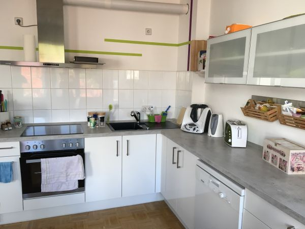 Neuwertige, weiße Nobilia Küche inkl. Küchengeräten, 1,5 Jahre ...