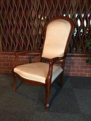 Edler antiker Stuhl