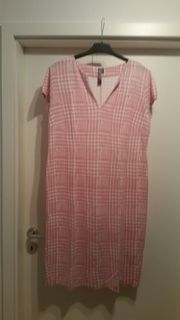 Feminines Jerseykleid in rosa