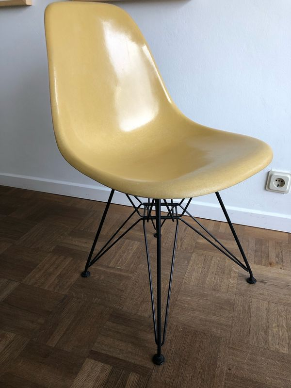 Vitra Eames Herman Miller Side Chair Dsr In Seltenen Yellow In