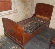 antikes Ehebett aus