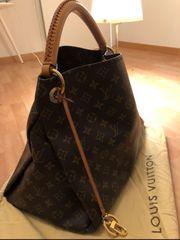 166ae15f4eb31 Louis Vuitton ARTSY MM