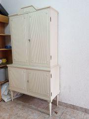 Zierliches Küchen-Buffet