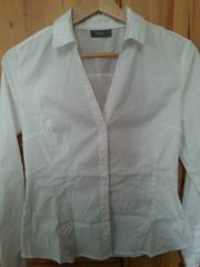 Weiße Bluse mit langen Ärmeln