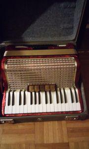 Akkordeonspieler zum gemeinsamen musizieren gesucht